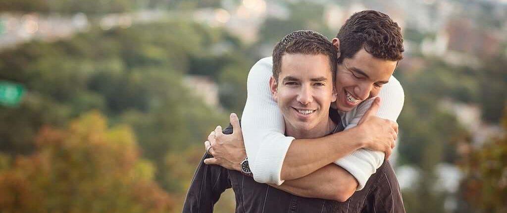 couple gay heureux
